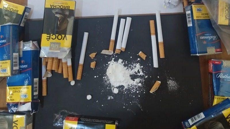 Cocaína escondida em cigarros