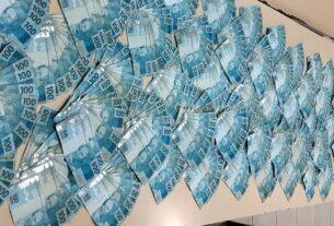 Dinheiro recuperado pela PM em Arujá